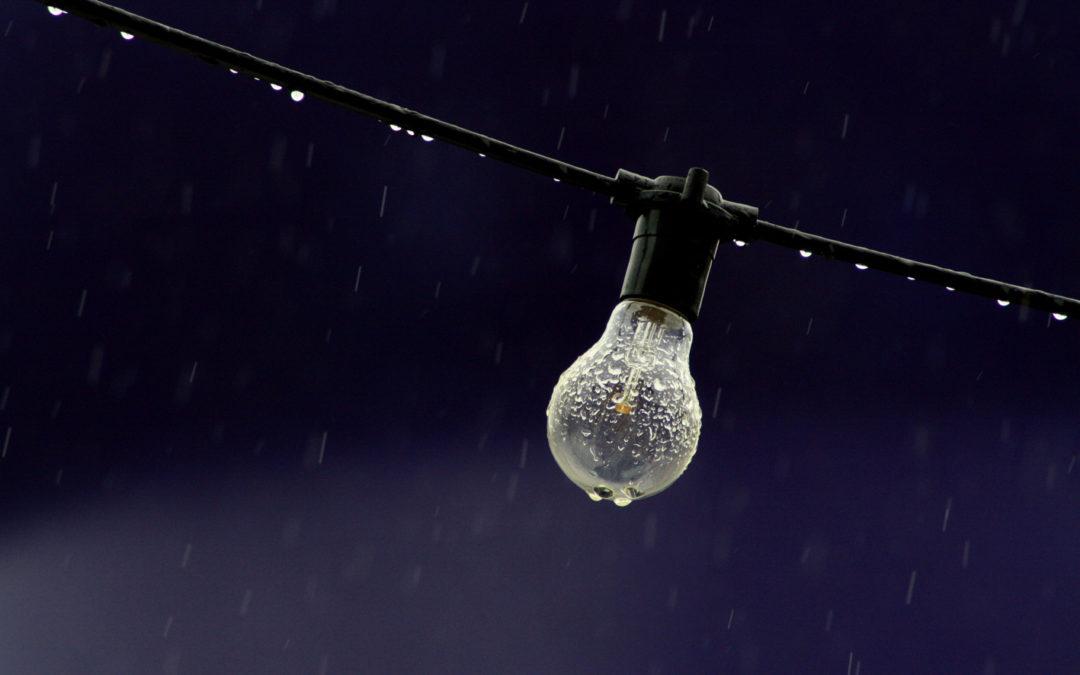 ¿Por qué sigue subiendo la electricidad a pesar de las lluvias? El abuso de las gestoras