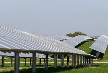 Andalucía declara de interés estratégico dos proyectos de fotovoltaicas en Sevilla y Cádiz por 261 millones
